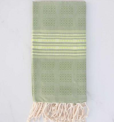 Fouta thalasso vert avec motifs vert fluo clair
