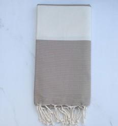 Fouta plate blanc crème et marron taupe avec rayures