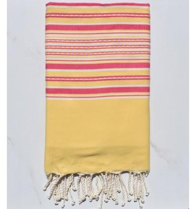 Fouta arabesque jaune avec rayures rose
