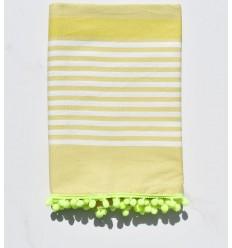 Fouta blanc cassé, chartreuse avec pompons