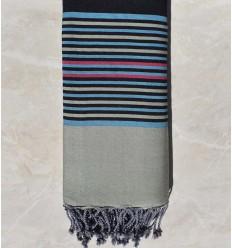 Jeté gris noir avec rayures bleu clair, vert pale et rose