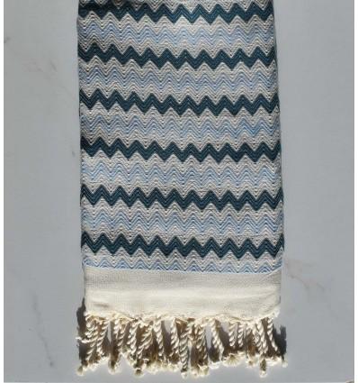 Fouta zigzag blanc, bleu cobalt et bleu maya