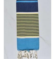 Enfant bleu azur, bleu foncé, jaune et blanc