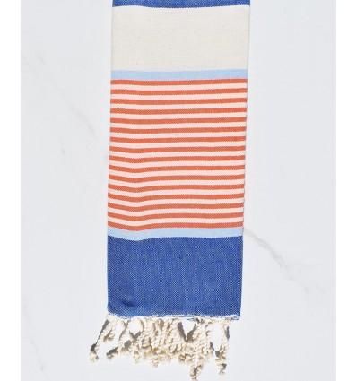 Enfant bleu jean, bleu ciel, orangé et blanc crème