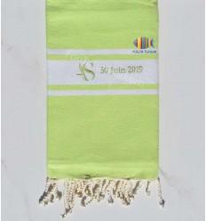 Fouta plate vert clair personnalisée pour un mariage